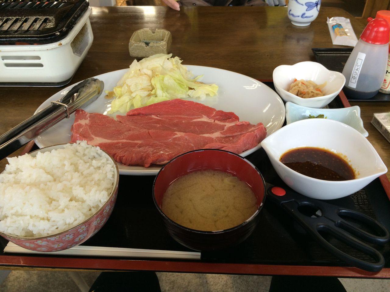 牛すじやサーロインステーキ定食