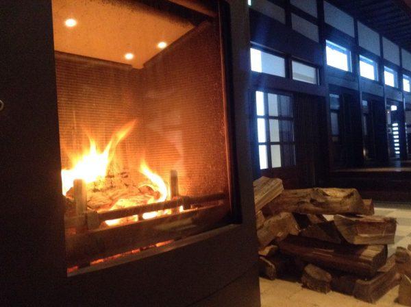 里山十帖の暖炉