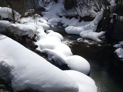 宝川温泉の小川